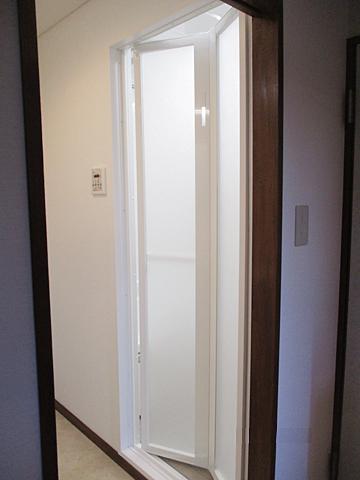 施工後:浴室ドア