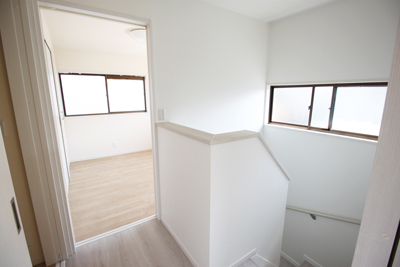 2階階段フロア:アフター