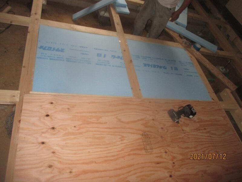 断熱材敷設の施工